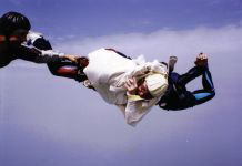 Airplane skydiveescape